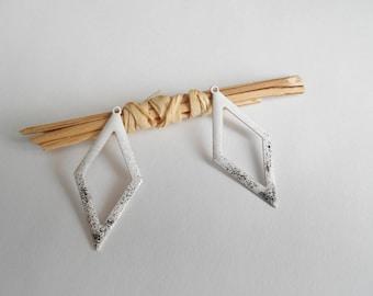 2 sequins enamelled white and black diamond