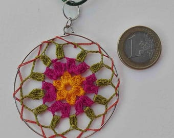 Mandala crochet pendant with cotton yarn, craftsman, handmade, original, simple, cheerful, colorful and vegan.
