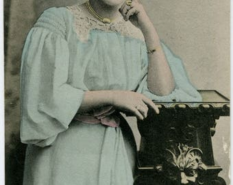 Marie Studholme, Edwardian musical comedy actress, Gaiety Girl, antique postcard 1905, old theatrical card, English theatre, music hall