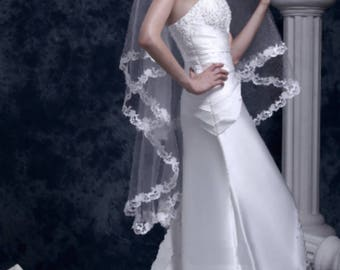 NEW - 2-Tier Embroidered Scalloped Veil in Fingertip Length /Comb