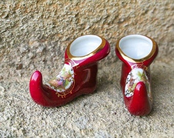 "Pair of vintage French porcelain miniature shoes ""La Reine"" - vintage French dark red china shoes - porcelain jester shoes"