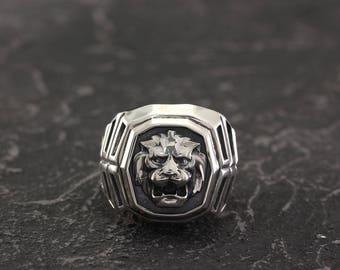 Lion signet ring, Mens lion silver ring, Big signet ring, Lion head ring, Men silver ring, Nature silver signet ring, Signet ring man