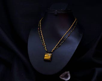 The adjustable Kiabate Tiger Eye necklace