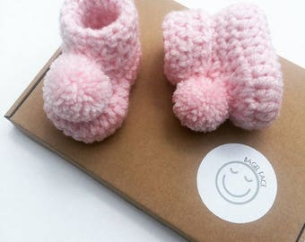 Baby girl gift, Crochet baby booties, Pink pom pom booties, Baby shower gift, Photo prop, Newborn baby shoes, Pom pom baby shoes, New baby