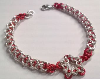 Captive Inverted Round Bracelet with Star