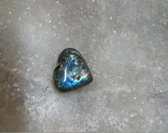 Blue Labradorite and Rainbow 26.95 Gr-heart