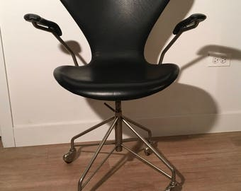 Arne Jacobsen for Fritz-Hansen 'Sevener' Chair, Model 3117