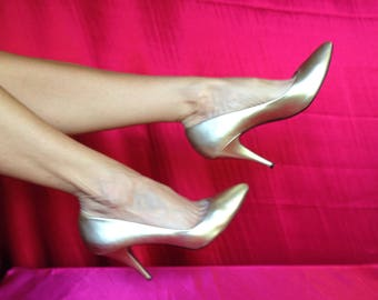 Gold high heel pumps. Size 9.5