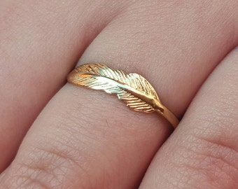Dainty Gold Ring.  Ladies Golden Ring, Gold Ring. Tiny Feather Ring.