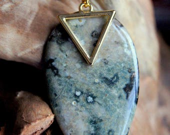 Natural ocean Jasper cabochon and triangle chain necklace