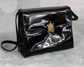 Adorable Vintage 1960s Miss Lewis Black Patent Leather Purse with Gold Tone TURTLE Clasp