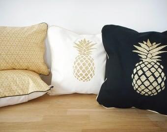 Housse de coussin 40x40cm - Article réalisé sur commande - tissu uni noir ou écru - appliqué ananas et passepoil - Décoration exotique