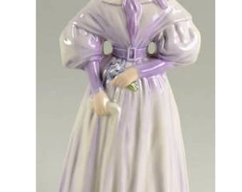 Goebel Fashion on Parade 1835 Gentle Thoughts Figurine with original box