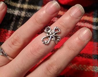 Clover Midi Ring