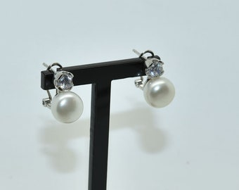 Silver earring, Pearl and white zirconia.