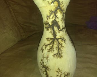 Beautiful vase with Lichtenberg figures