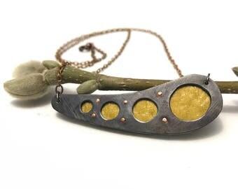 Evolve peekaboo necklace
