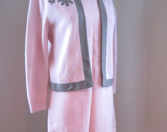 1960s ADELE MARTIN 2pc Pink Linen Dress w/Pink/Taupe Sweater w/Floral/Bow Detail Size XSmall/Small