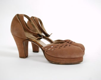 Vintage 1940s Shoes -  Exceptional Palter DeLiso 40s Platform Heels with Peeptoe and Ankle Straps, Gorgeous Cutaway Vamp Size 6.5
