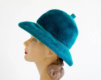 Vintage 1960s Womens Size S-M Hat / 60s Designer Coralie Mod Hat VGC / Teal Felt Fur Wool, Tall Dome Crown, Optional Chin Straps