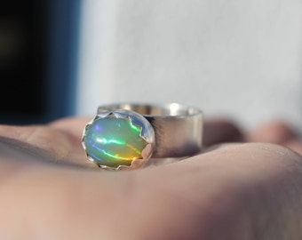 Opal ring, silver opal ring, ring size R 1/2, ethiopian opal, welo opal ring, moon silver ring, sterling silver ring, crescent moon ring, uk