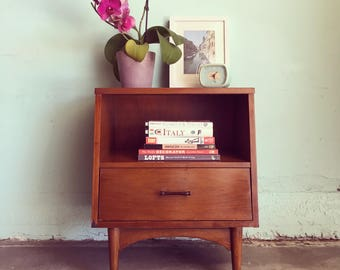 MID CENTURY MODERN Kroehler Nightstand with Drawer