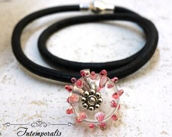 Bracelet en cuir et perle de verre filée chalumeau rose, OOAK, SABRLWCU06