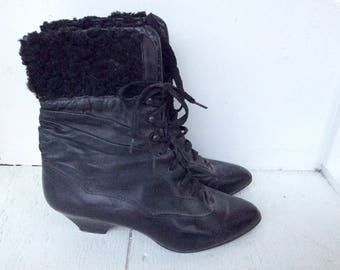 vintage black ankle boots 6.5 / 90s ALDO sheepskin fur lace up booties / leather ankle boots / heeled booties / black leather boots
