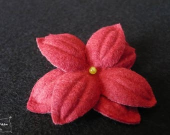 """Nimue"" Pearl red felt flower hair clip Green"
