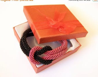 15% SALE Beadwork - Bead Crochet Bracelet in black and red - Beaded Bracelet - Infinity Knot Bracelet - Beaded Bracelet Cuff
