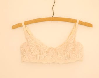 Pale Peach Lace Underwire Bra - 1980s