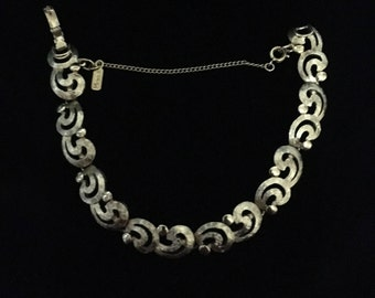 Vintage ©Monet Gold Tone Swirl Bracelet (ABX1H)