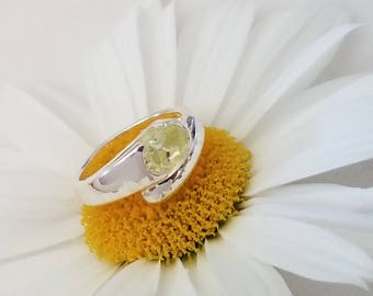 Sterling Silver Ring with Light Green Oval Stone (st - 2044)