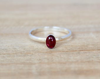 Oval Garnet Ring. Simple and minimal jewelry.  everyday wear ring.  Birthstone Ring