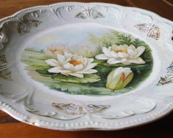 Waterlilly plate, pierced handles, opalescent, gold.