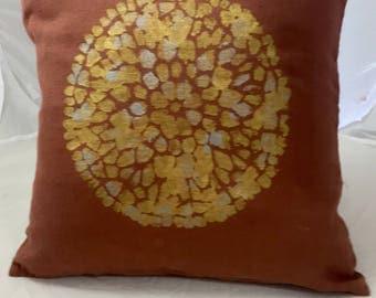 Original linen cushion 45 cm x 45 cm terre de sienne with a lovely placemat