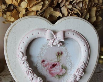 """Frame heart, romantic, patinated to old, shabby chic with its """"Bouquet de Roses"""""""