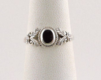 Size 6 Sterling Silver And Black Onyx Filigree Ring