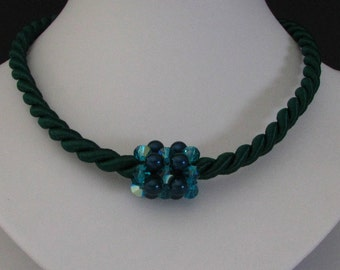 Necklace the woven Green