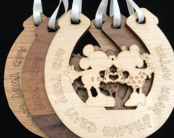 Disney Mickey & Minnie wedding horseshoe 2 (heart hands)
