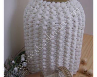 Grand vase minimaliste esprit scandinave habillé de trapilho avec finition dorée