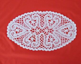 "Vintage White Oval Lace Doily - Vintage Home Decor (17.5"" x 10"")"