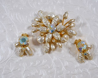 Vintage Beaujewels White Pearlized Aurora Borealis Brooch Clip Earring Set Beaujewels Vintage Jewelry Winter White Jewelry