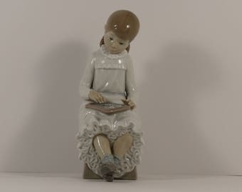"""First Quality Lladro NAO """"Girl with Slate"""" Figurine #117 from Spain."""