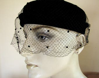 Vintage 1950s hat in black velvet with polka dot veil and top bow - Mr.Joel - union label -
