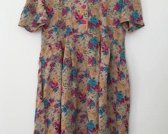 Vintage dress / flower dress / oversized dress / pregnancy dress / high waisted dress / button dress / maxi dress / hippie dress