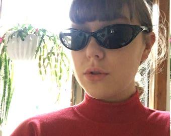 Black 90s sunglasses vintage style