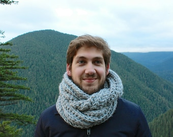 Men's Chunky Knit Infinity Scarf Wool Circle Scarf | THE AMSTERDAM