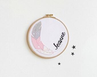 Cadre mural personnalisé Plume rose, cadeau bébé personnalisable, cadre prénom bébé, cadeau naissance, Prénom bébé, Plume rose, bois
