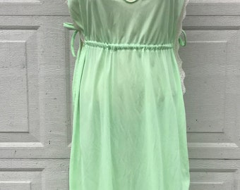 Vintage Mary Barron Pale Green Negligee Size Large